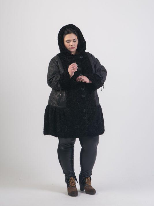 Комбинированное пальто из плащевки и каракуля, цвет черный в интернет-магазине Фабрики Тревери