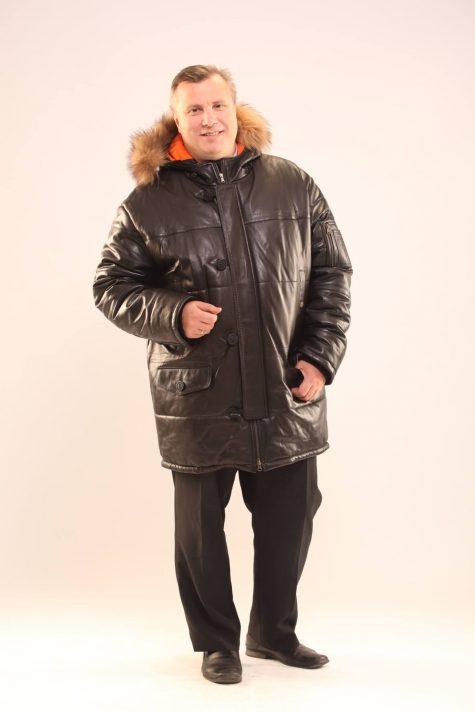 Кожаная куртка Аляска с енотом по капюшону , цвет черный в интернет-магазине Фабрики Тревери