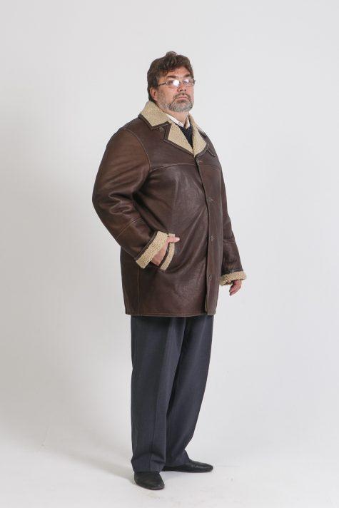 Мужская дубленка на пуговицах, цвет коричневый в интернет-магазине Фабрики Тревери
