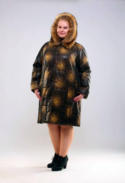 Пальто из плащевки с мехово отделкой, цвет коричневый в интернет-магазине Фабрики Тревери