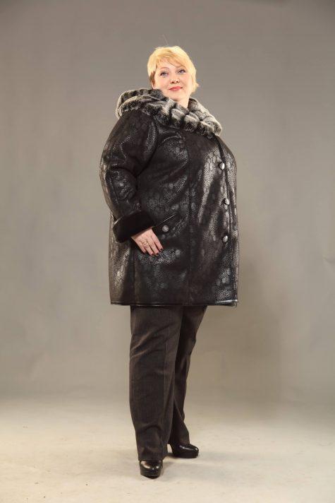 Прямая дубленка с меховым капюшоном, цвет черный в интернет-магазине Фабрики Тревери