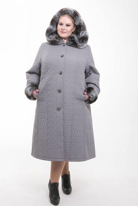 Серое стеганное пальто с меховым капюшоном, цвет серый в интернет-магазине Фабрики Тревери