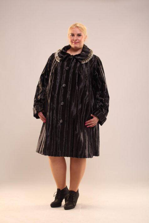 Шуба из меха с фактурной полосой, цвет черный в интернет-магазине Фабрики Тревери