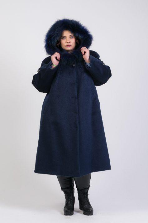 Зимнее пальто из Альпаки с енотом, цвет синий в интернет-магазине Фабрики Тревери