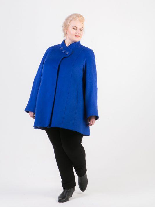 Короткое пальто с ассиметричным воротником, цвет синий в интернет-магазине Фабрики Тревери
