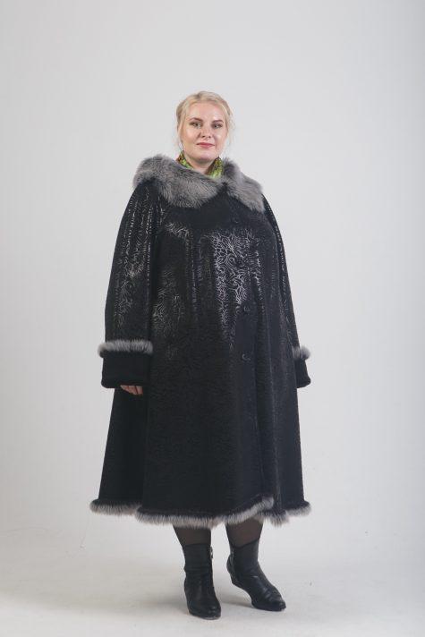 Черная дубленка из эко-меха с фалдами и отделкой Тосканой, цвет черный в интернет-магазине Фабрики Тревери