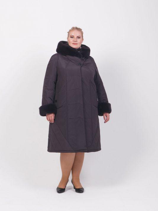 Пальто из плащевки с меховым капюшоном, цвет фиолетовый в интернет-магазине Фабрики Тревери
