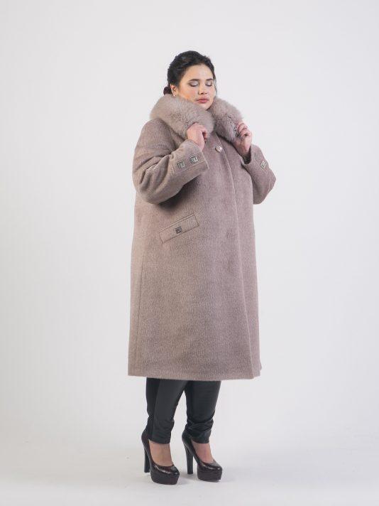 Зимнее ворсовое пальто из Альпаки с воротником из песца, цвет бежевый в интернет-магазине Фабрики Тревери