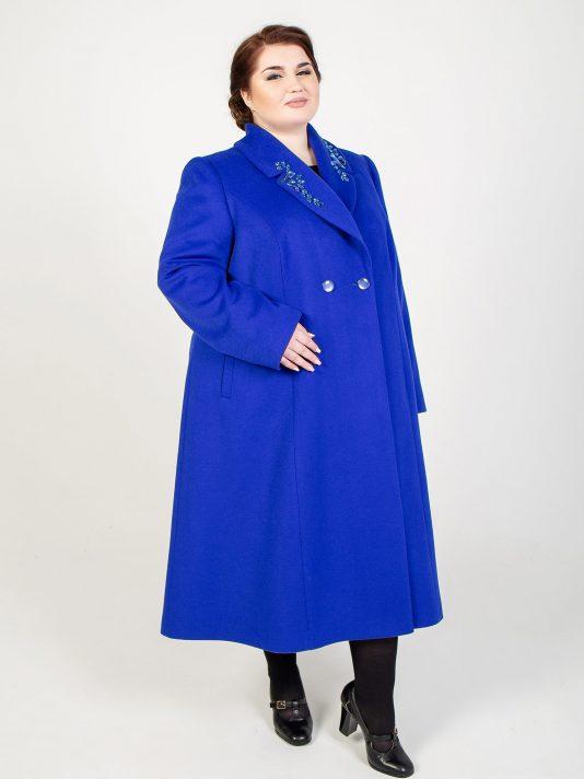 Полуприталенное пальто со стразами, цвет синий в интернет-магазине Фабрики Тревери