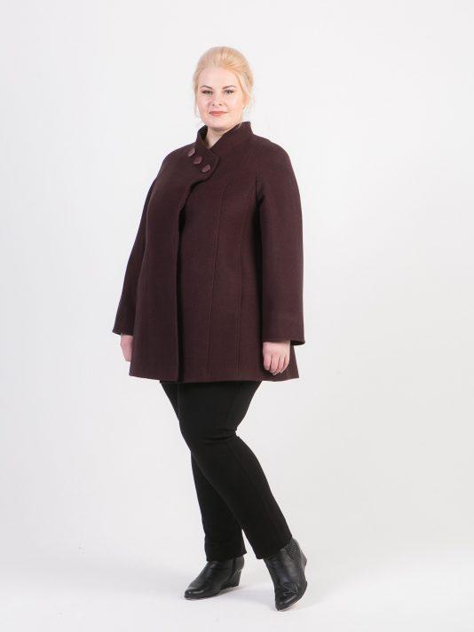 Короткое пальто с ассиметричным воротником, цвет бордовый в интернет-магазине Фабрики Тревери