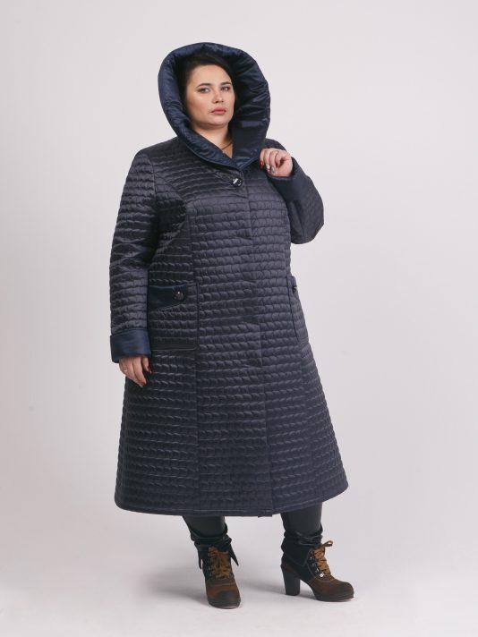 Стеганное пальто приталенного силуэта из стежки, цвет синий в интернет-магазине Фабрики Тревери