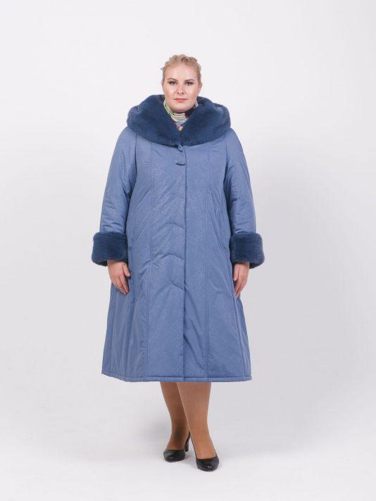 Зимнее пальто голубого цвета с меховым капюшоном, цвет голубой в интернет-магазине Фабрики Тревери