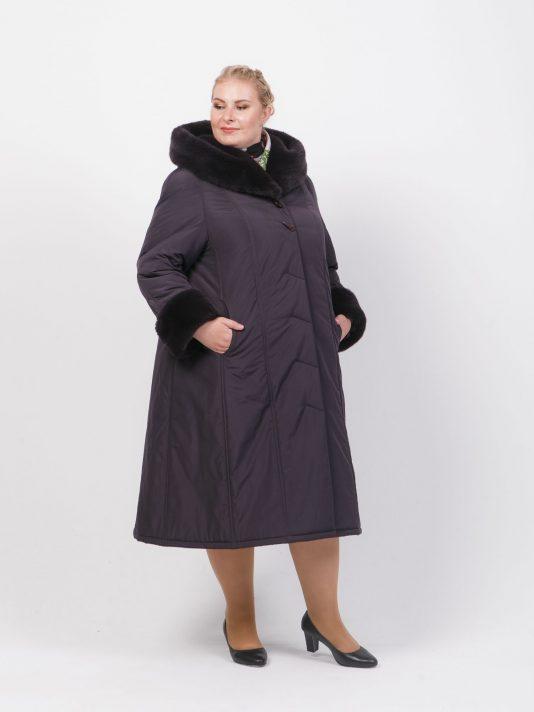 Зимнее пальто на двойном утеплителе с мехом по капюшону, цвет фиолетовый в интернет-магазине Фабрики Тревери