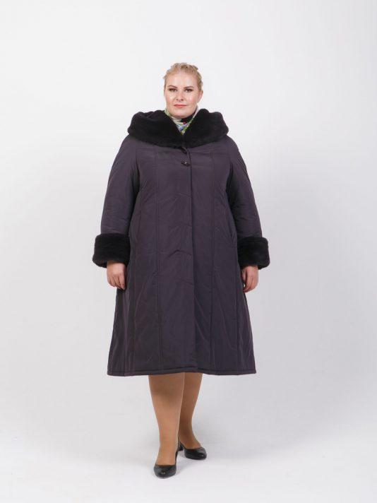 Зимнее пальто на двойном утеплителе с меховым капюшоном, цвет фиолетовый в интернет-магазине Фабрики Тревери