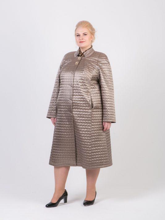 Легкое стеганое пальто песочного цвета, цвет бежевый в интернет-магазине Фабрики Тревери