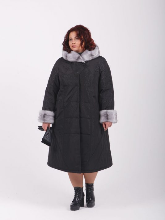 Пальто из плащевки с отделкой из норки крестовки, цвет черный в интернет-магазине Фабрики Тревери