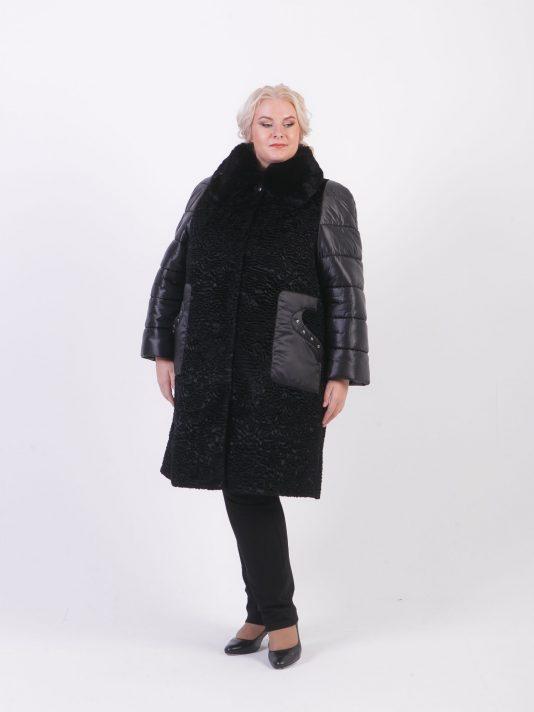Зимнее каракулевое пальто со стеганными рукавами, цвет черный в интернет-магазине Фабрики Тревери