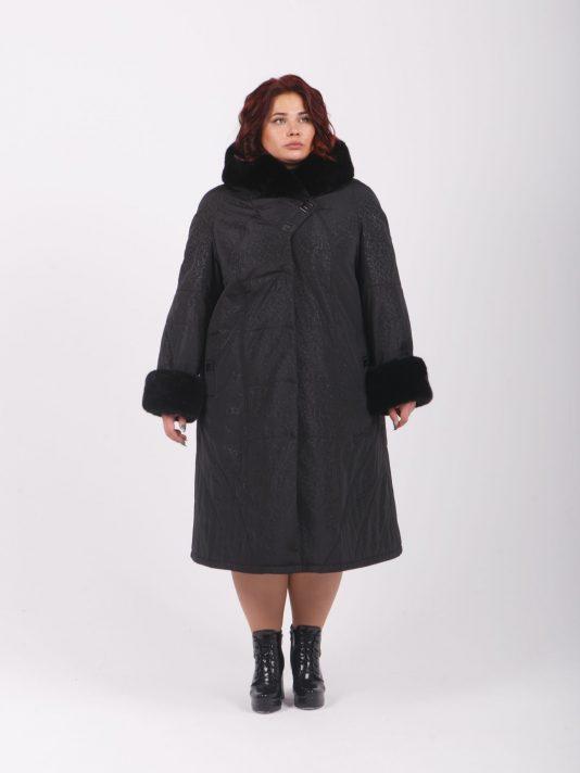 Зимнее пальто из плащевки с меховым капюшоном, цвет черный в интернет-магазине Фабрики Тревери