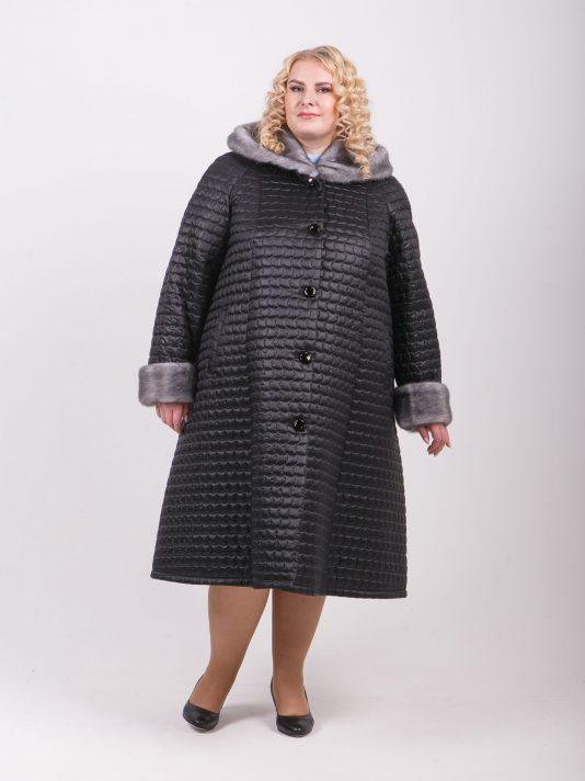 Зимнее стеганное пальто с капюшоном из меха норки, цвет черный в интернет-магазине Фабрики Тревери