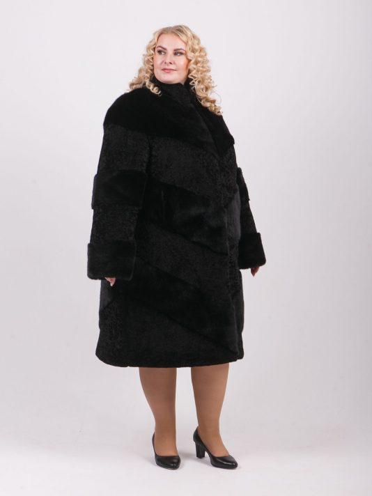 Оригинальная шуба из чередующихся меховых полос, цвет черный в интернет-магазине Фабрики Тревери