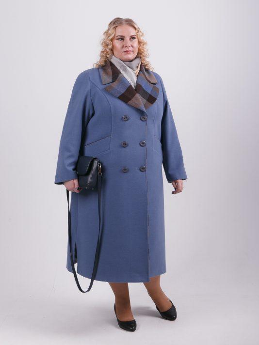 Демисезонное пальто из драпа голубого цвета с отделкой клетка, цвет голубой в интернет-магазине Фабрики Тревери
