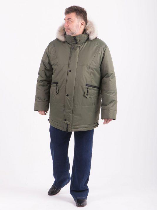 Куртка цвета хаки с пушистым енотом и контрастной фурнитурой, цвет хаки в интернет-магазине Фабрики Тревери