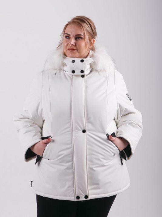 Молодежная куртка с белым мехом енота, цвет бежевый в интернет-магазине Фабрики Тревери