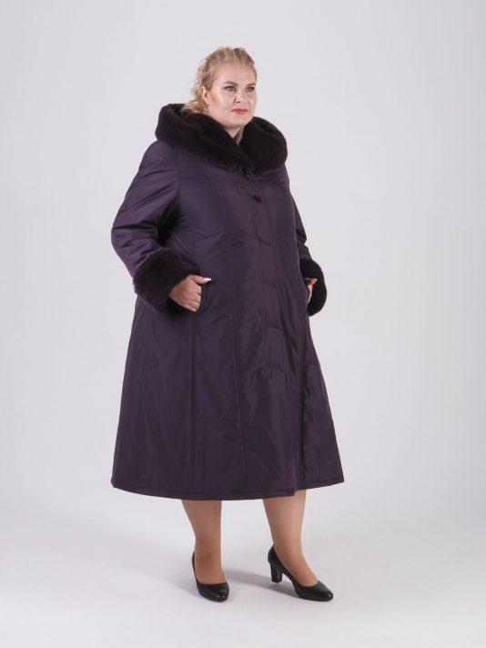 Пальто женское зимнее из плащевой ткани цвета баклажан, цвет фиолетовый в интернет-магазине Фабрики Тревери
