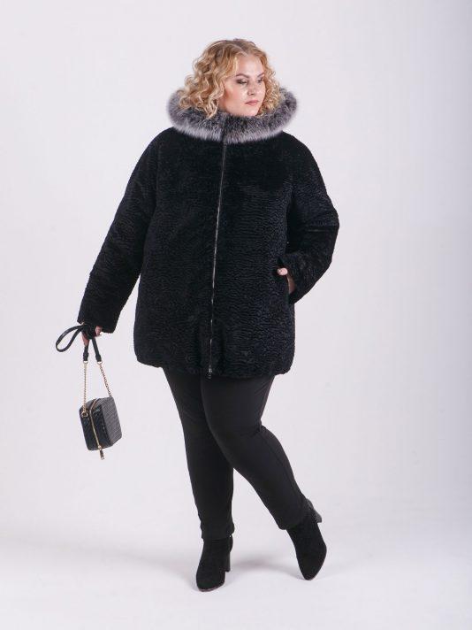 Шубка женская из высококачественного каракуля с натуральной опушкой по капюшону, цвет черный в интернет-магазине Фабрики Тревери