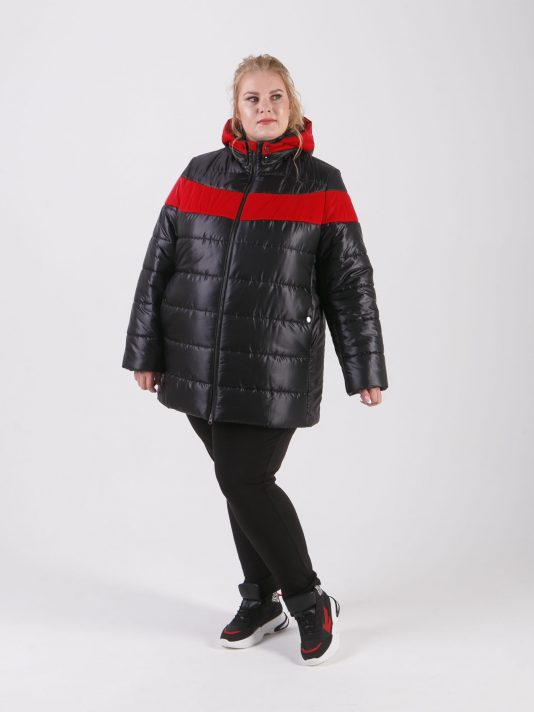 Стильная женская куртка из черной стеганной плащевки с яркой красной полосой, цвет черный в интернет-магазине Фабрики Тревери