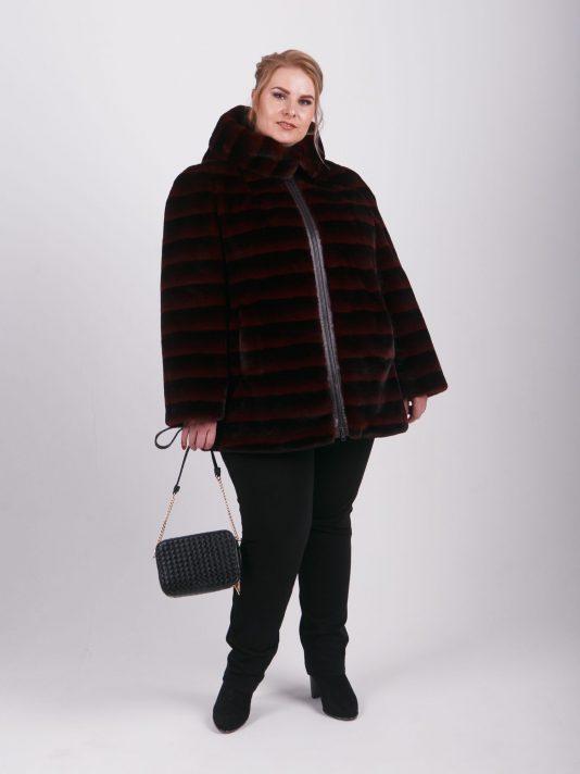 Женская шубка из полосатого меха, цвет бордовый в интернет-магазине Фабрики Тревери