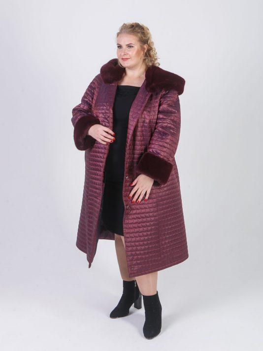 Женское стеганное пальто модного геометрического рисунка, цвет бордовый в интернет-магазине Фабрики Тревери