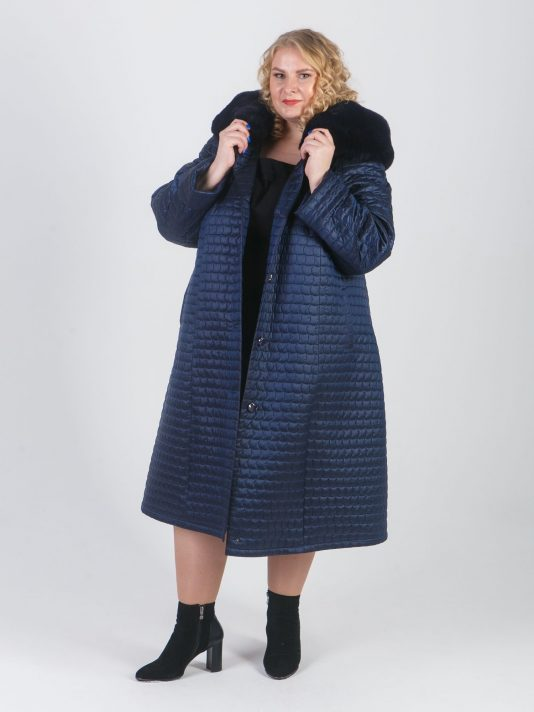Стеганное плащевое пальто синего цвета, цвет синий в интернет-магазине Фабрики Тревери