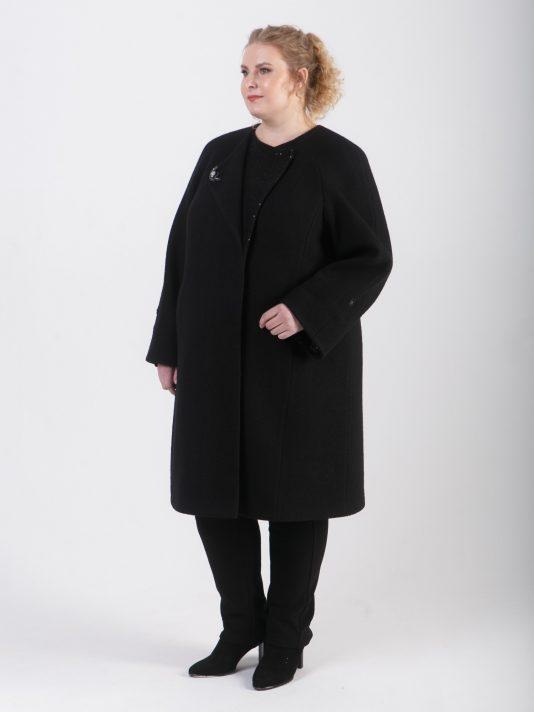 Романтическое чуть удлиненное женское пальто с брошью, цвет черный в интернет-магазине Фабрики Тревери