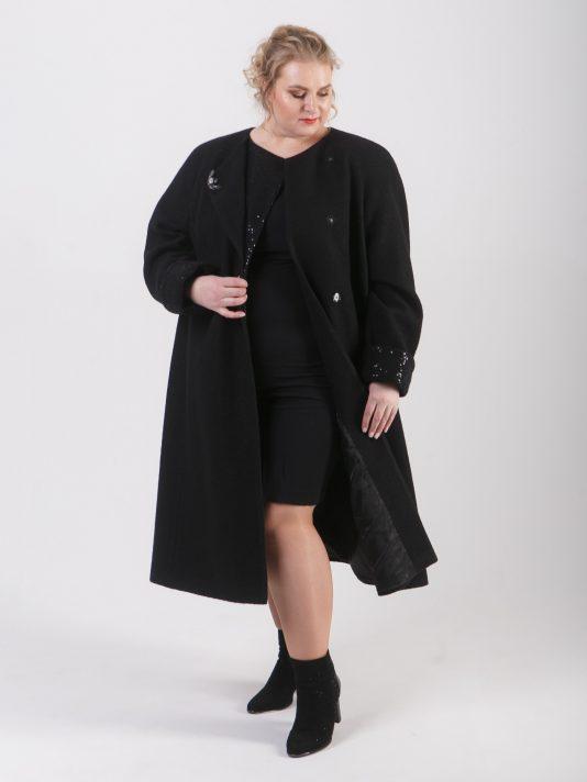 Романтическое удлиненное женское пальто с брошью, цвет черный в интернет-магазине Фабрики Тревери