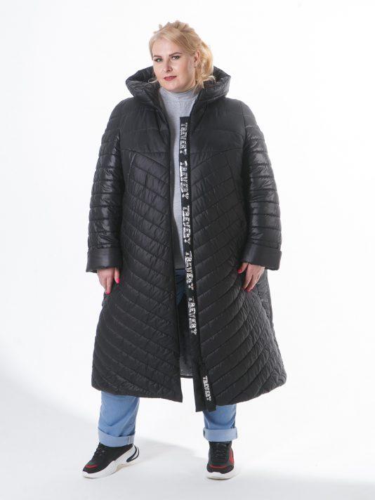 Зимнее пальто из стежки с брендированной силиконовой лентой, цвет черный в интернет-магазине Фабрики Тревери