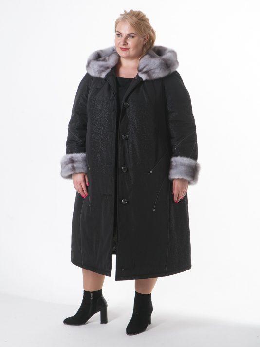 Зимнее пальто с контрастной отделочной строчкой и норкой крестовкой, цвет черный в интернет-магазине Фабрики Тревери