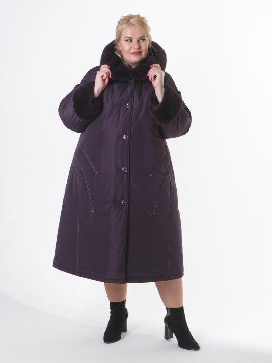 Зимнее пальто цвета баклажан с контрастной отделочной строчкой и норкой, цвет фиолетовый в интернет-магазине Фабрики Тревери