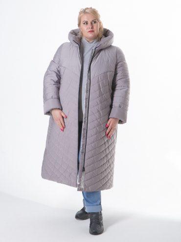 Молодежное пальто из стежки с брендированной силиконовой лентой, цвет бежевый в интернет-магазине Фабрики Тревери