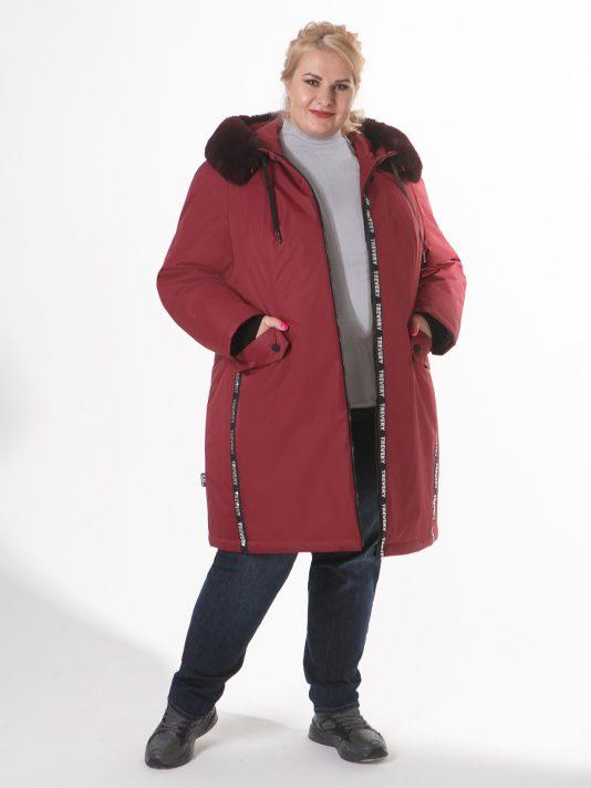 Женская куртка бордового цвета с песцом, цвет бордовый в интернет-магазине Фабрики Тревери