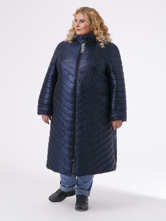 Зимнее женское пальто из комбинированной стеганной ткани с брендированными лентами, цвет синий в интернет-магазине Фабрики Тревери